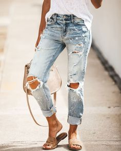 These jeans are so much fun. These can be your everyday pair of jeans that you run around town in. Fall Outfits, Summer Outfits, Casual Outfits, Fashion Outfits, Casual Jeans, Fashion Models, Love Fashion, Womens Fashion, Spring Summer Fashion
