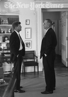 President John F. Kennedy with Vice President Lyndon B. Johnson, whom JacKIE did not like.some people believe johnson was behind the assasination of President Kennedy and books were written that put forth some very convincing material to prove it. John Kennedy, Les Kennedy, Us History, American History, History Books, Jfk Presidency, Die Kennedys, New York Times, Lyndon B Johnson