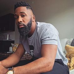 Daily Dose Of Great Beards ✔️from -Your Daily Dose Of Great Beards ✔️from - Fine Black Men, Gorgeous Black Men, Handsome Black Men, Black Man, Beautiful, Black Men Haircuts, Black Men Hairstyles, Curly Hairstyles, Black Men Beards