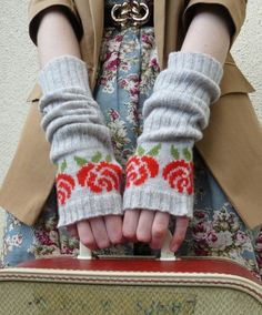 Lambswool English Rose Fingerless Gloves in Pearl Grey by vKnit