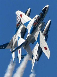 【軍事ワールド】ブルーインパルスの華麗な演技、F-15の急上昇…10万人超は当たり前 人気集める「航空祭」へ行ってみよう(1/5ページ) - 産経WEST