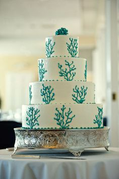 If Lilly Pulitzer was a wedding designer, this would be her signature cake.  #LillyPulitzer #SouthernWeddings