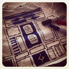 Home made R2D2 t-shirt for a simple star wars themed party outfit!
