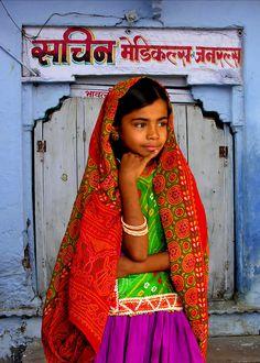 http://www.michaelsheridanphotography.com/ASIA/INDIA/KUTCH/AHIR-GIRL/1182803002_ZakGn-XL.jpg
