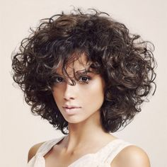 25 Short Curly Hairstyles for Women: Best Curly Haircuts - Neueste Frisuren Haar 2018 - Best Curly Haircuts, Short Curly Hairstyles For Women, Curly Bob Hairstyles, Hairstyles 2018, Bob Haircuts, Medium Haircuts, Celebrity Hairstyles, Natural Hairstyles, Medium Length Curly Hairstyles