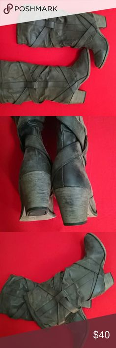 """Women's Genuine Leather Rocket Dog Rugged Boots Rocket Dog has manufactured these boots to have that """" worn-in"""" image. However, these boots are pre-owned, but never used.I guarantee you ladies will agree with the high quality and handsome appeal these boots own. Rocket Dog Shoes Heeled Boots"""