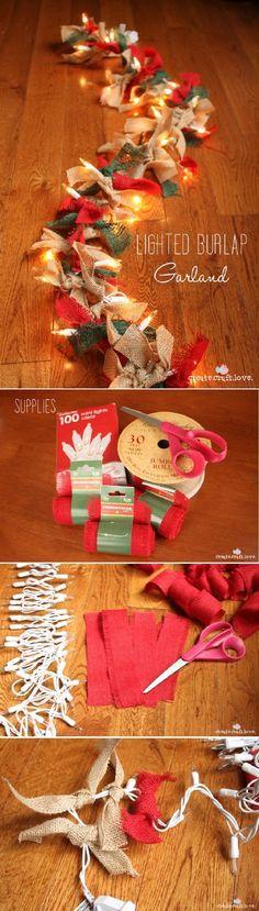 guirnalda navideña con luces y telas