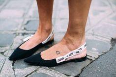 Síguenos en Facebook para estar al día: Adoras los zapatos slingback de Dior? Hemos encontrado un clon lowcost muy Nice! http://fashionisima.enfemenino.com/2017/05/las-slingback-jadior-de-dior-ya-tienen-un-clon-lowcost-muy-nice/