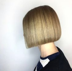 Bobs, Pixies, Disconnection: Precision Hair Cuts Plus Head Sheets Disconnected Bob, Blunt Fringe, Pixie Bob Hairstyles, Hair Cutter, Master Barber, Short Hair With Layers, Hair Density, Head Shapes, Bob Cut