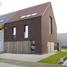 GMF Architecten - Driegevel woning SM (2012) Modern Exterior, Exterior Design, Roof Architecture, Brick Building, Modular Homes, House Roof, Classic House, House Goals, Future House