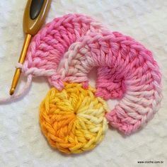 Wanda Fritz's media content and analytics Crochet Flower Tutorial, Crochet Flower Patterns, Crochet Stitches Patterns, Crochet Designs, Crochet Motifs, Form Crochet, Crochet Squares, Crochet Chart, Diy Crafts Knitting