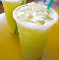Brazilian Drink, Foto Pastel, Sugarcane Juice, Menu, Non Alcoholic, Party Drinks, Drinking Tea, Love Food, Yummy Food