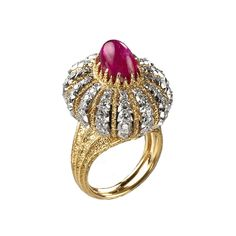 Gianmaria Buccellati, 1974. Ring in gold turban in different colors, with cabochon ruby and diamonds . (=)