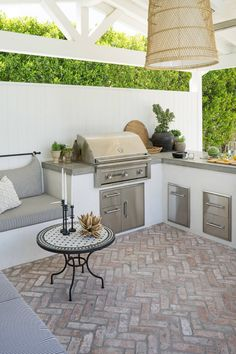 Patio Ideas to Beautify Your Home On a Budget Patio ideas furniture that is inspired by the charming outdoor that can set the mood . Patio Ideas to Beautify Your Home On a Budget Outdoor Kitchen Cabinets, Outdoor Kitchen Design, Kitchen Counters, Patio Kitchen, Small Outdoor Kitchens, Kitchen Appliances, Out Door Kitchen Ideas, Outdoor Countertop, Modern Outdoor Kitchen