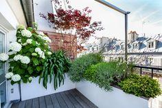 Das neue Design der Blumenkästen: hoch aber schlank in der Tiefe nehmen die Blumentöpfe kaum Platz auf dem Balkon weg!