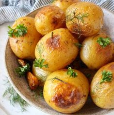 Garlic rosemary roasted potatoes, easy comfort food worthy of the most festive holiday table.No peeling, dicing or smashing required. Roasted Broccoli Recipe, Roasted Potato Recipes, Broccoli Recipes, Sauce Recipes, Vegan Recipes, Vegan Meals, Free Recipes, Ciabatta Bread Recipe, Rosemary Roasted Potatoes