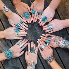 Pour les beaux jours on a envie de s'accessoiriser. Plutôt que l'éternelle manucure, optez pour la décoration de la main entière. Sept idées funs et sympas pour décorer vos mains. LES BIJOUX LES TATOUAGES Original et sympa, cela vous …