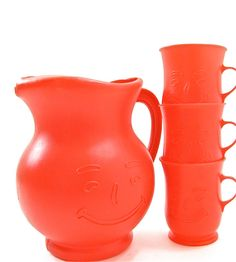A Kool-aid pitcher with cups, I remember saving up the points from the back of the package to mail off and get the plastic pitcher Vintage Kitchenware, Vintage Tupperware, 90s Pop Culture, Kool Aid Man, Kids Growing Up, Oldies But Goodies, Do You Remember, Old Toys, Childhood Memories