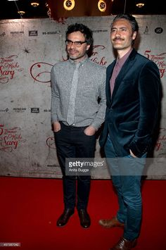 New Zealand actor Jemaine Clement (L) and New Zealand actor Taika Waititi attend the premiere of the film 'What We Do in the Shadows' (German title: 5 Zimmer Kueche Sarg) on October 17, 2014 in Berlin, Germany.