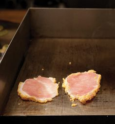 Canadian Peameal Bacon Recipe at Epicureous - Tried my first peameal sandwich at the St Lawrence Market in Toronto and it was pretty amazing! Canadian Living Recipes, Canadian Cuisine, Canadian Bacon, Canadian Food, Bacon Recipes, Cooking Recipes, Healthy Recipes, Peameal Bacon, Picnic Roast