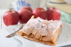 Zartblättrig, cremig und fruchtig ist unser Apfelstrudel 🍎 Geschnittene süß-saure Äpfel, abgeschmeckt mit gemahlenem Zimt, ummantelt vom selbstgemachten Strudelteig. 👌 #zagler#zaglerbäckerei#bäckereizagler#bäckerei#bäcker#strudelteig#apfelstrudel#strudel#gebäck Bread, Food, Apple Strudel, Cinnamon, Homemade, Brot, Essen, Baking, Meals