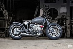 A BMW-powered custom bobber motorcycle by Renard Speed Shop - Bobber Motorcycles - Motos Bmw Bobber, Bobber Bikes, Bobber Motorcycle, Bmw Motorcycles, Motorcycle Outfit, Custom Motorcycles, Custom Bikes, Tracker Motorcycle, Motorcycle Fashion