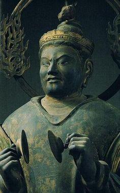 神母天(じんもてん)像 国宝・三十三間堂 観音二十八部衆  【京都・三十三間堂/神母天(二十八部衆)(鎌倉)】169cm。幼子を守り、安産を司る鬼子母神。散脂大将の妻とも言われる。仏教守護の夜叉で梵名はハーリーティー。女神像で両手を胸の辺りにあげ、シンバル状の鈸子を持つ。500人の母。