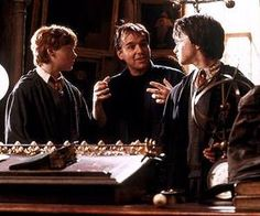 Rupert Grint, director Chris Columbus (center), and Daniel Radcliffe, Harry Potter and the Chamber of Secrets Saga Harry Potter, Harry Potter Movies, Scene Photo, Movie Photo, Top Photos, Chris Columbus, The Sorcerer's Stone, Rupert Grint, Yer A Wizard Harry