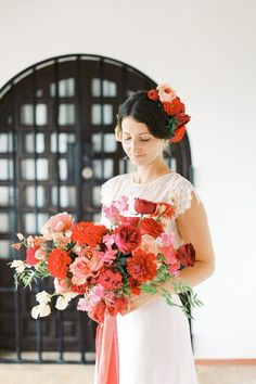 A Spanish finca garden wedding inspired by Frida Kahlo! 🌹 To bring the Spanish flavor to life, @trillefloral created jaw-dropping and lush arrangements with rich reds and deep pink blooms and a head piece for the bride to match!   Photography: @lillikadphotography #stylemepretty #weddinginspiration #weddinginspo #redwedding #redbouque