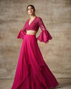 Skirt outfits indian boho style 64 New Ideas Lehnga Dress, Lehenga Blouse, Lehenga Choli Latest, Cotton Lehenga, Bollywood Lehenga, Indian Gowns, Indian Attire, Indian Wear, Lehenga Designs