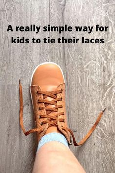 Preschool Learning, Teaching Kids, Infant Activities, Activities For Kids, How To Tie Shoes, Baby Life Hacks, Teaching To Tie Shoes, Raising Kids, Kids Education