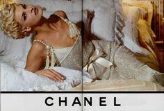 Chanel, 1991. Linda Evangelista, Fashion 90s, Chanel Fashion, Vintage Fashion, Fashion Models, Vintage Style, Vintage Glam, Fashion Shoot, Runway Fashion