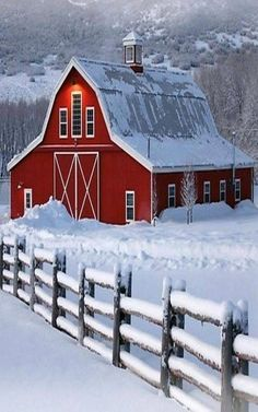 Bright red barn in winter with snow in breathtaking setting. Winter and holiday inspiration. Barn Pictures, Snow Pictures, Country Barns, Country Life, Country Living, Country Roads, Barn Art, Farm Barn, Country Scenes