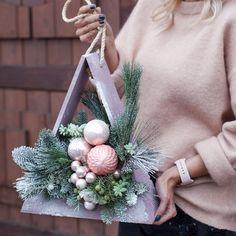 In this DIY tutorial, we will show you how to make Christmas decorations for your home. The video consists of 23 Christmas craft ideas. Winter Christmas, Christmas Home, Christmas Wreaths, Christmas Ornaments, Christmas Centerpieces, Christmas Decorations, Holiday Decor, Art Floral Noel, Diy Crafts To Sell