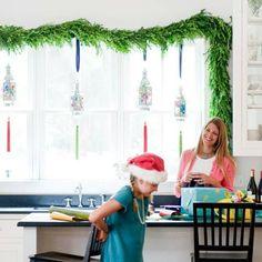 decoration de noel pour fenetre noel en vert, bleu et rouge