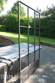 Klaar voor de coaterij Steel Frame Doors, Steel Doors And Windows, Window Design, Door Design, Barn Windows, Fence Gate Design, Garden Cabins, Patio Enclosures, Wrought Iron Doors
