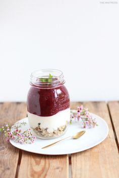 Rezept Frühstückssmoothie mit Erdbeeren, Joghurt und Honig - THE.WAITRESS. Blog