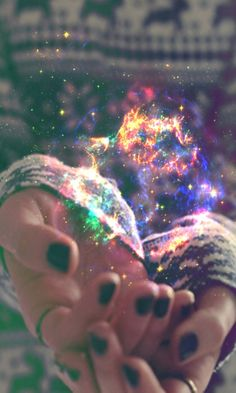 Those who do not believe in magic will never find it. This shows that magic is in your hands no matter what. (Galaxy in hands) Story Inspiration, Writing Inspiration, Character Inspiration, Horoscope Free, Free People Blog, Magic Spells, Believe In Magic, Belle Photo, Super Powers
