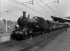 Locomotive 3737, the original SS 731, built in 1911 by Werkspoor, made on August 28, 1911 its first test drive between Amsterdam and Utrecht. On 11 September 1911 she was officially reopened. Locomotive 3737 (deposit of Roosendaal) rode on 7 January 1958 the last official NS steam train Geldermalsen to Station Utrecht Maliebaan, which was already the Dutch Railway Museum was established. The locomotive 3737 is shown in the collection of the museum