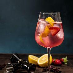 Get Sexy (Foto: Divulgação) Aprenda 10 receitas de drinks com gin. Gin Recipes, Easy Smoothie Recipes, Easy Smoothies, Coconut Recipes, Summer Drinks, Cocktail Drinks, Kombucha, Easy To Digest Foods, Alcholic Drinks