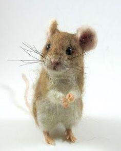 Joplin, the needle felt mouse, created by Robin Joy Andreae. Needle Felted Animals, Felt Animals, Needle Felting Tutorials, Felt Mouse, Art Textile, Wet Felting, Felt Art, Felt Crafts, Fiber Art