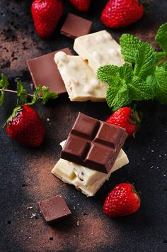 Chocolate with mint and strawberry, selective focus Chocolate Delight, I Love Chocolate, Chocolate Heaven, Chocolate Shop, Chocolate Coffee, Chocolate Lovers, Glace Fruit, Chocolate Packaging, Chocolate Strawberries