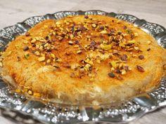 מתכון כנאפה, אטריות קדאיף מתוקות במילוי גבינת ריקוטה, בזיגוג סירופ סוכר ועם פיסטוקים קצוצים מעל - אחד הקינוחים הקלים והטעימים להכנה