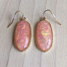 Irredesent Pink And Gold Earrings Brand new pink earring with a 1.5 inch drop. Gold plated just like Kendra Scott. Same day or next day shipping, no trades and no holds. 20% off bundles. Jewelry Earrings