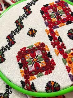Embroidery Neck Designs, Tree Skirts, Cross Stitch Patterns, Christmas Tree, Ua, Holiday Decor, Handmade, Shirt, Needlepoint