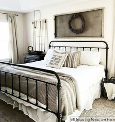 Nice 35 Incredible Modern Farmhouse Bedroom Decor Ideas https://lovelyving.com/2017/10/31/35-incredible-modern-farmhouse-bedroom-decor-ideas/
