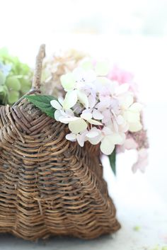 baskets w/ flowers, one of my favorite combinations!