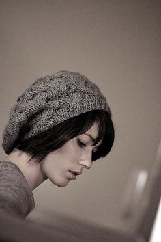 I've made this one, called Star-Crossed Slouchy Beret, in dark blue. I had to make this one extra, extra slouchy to fit my enormous amount of hair. Design by Natalie Larson (whose blog seems to be unavailable at the moment). Photo credit: http://www.flickr.com/photos/25322409@N05/2715405787