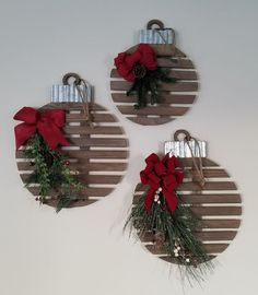 Creative Christmas Wall Decor Ideas & Projects For 2019 You are searching amazing decorations to brighten up your walls. Here are creative and easy Christmas wall decor ideas & projects. Diy Christmas Ornaments, Homemade Christmas, Simple Christmas, Holiday Crafts, Christmas Wreaths, Beautiful Christmas, Christmas Wood Decorations, Ornaments Ideas, Wall Ornaments