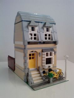 Modular houses by Dede Winters on MOCpages. I like the use of the slopes on the main window to give it that bay window look.I also like that she used the Cafe Corner roof design between the 2 upper windows. I love that staggered look.
